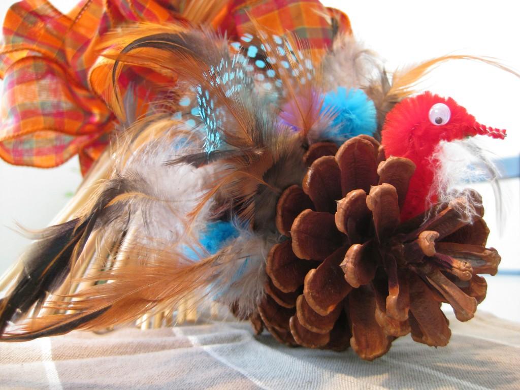 Поделка из перьев попугая 64