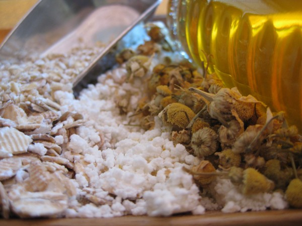 Calming Oatmeal Facial from katienormalgirl.com #facial #recipe #spaday
